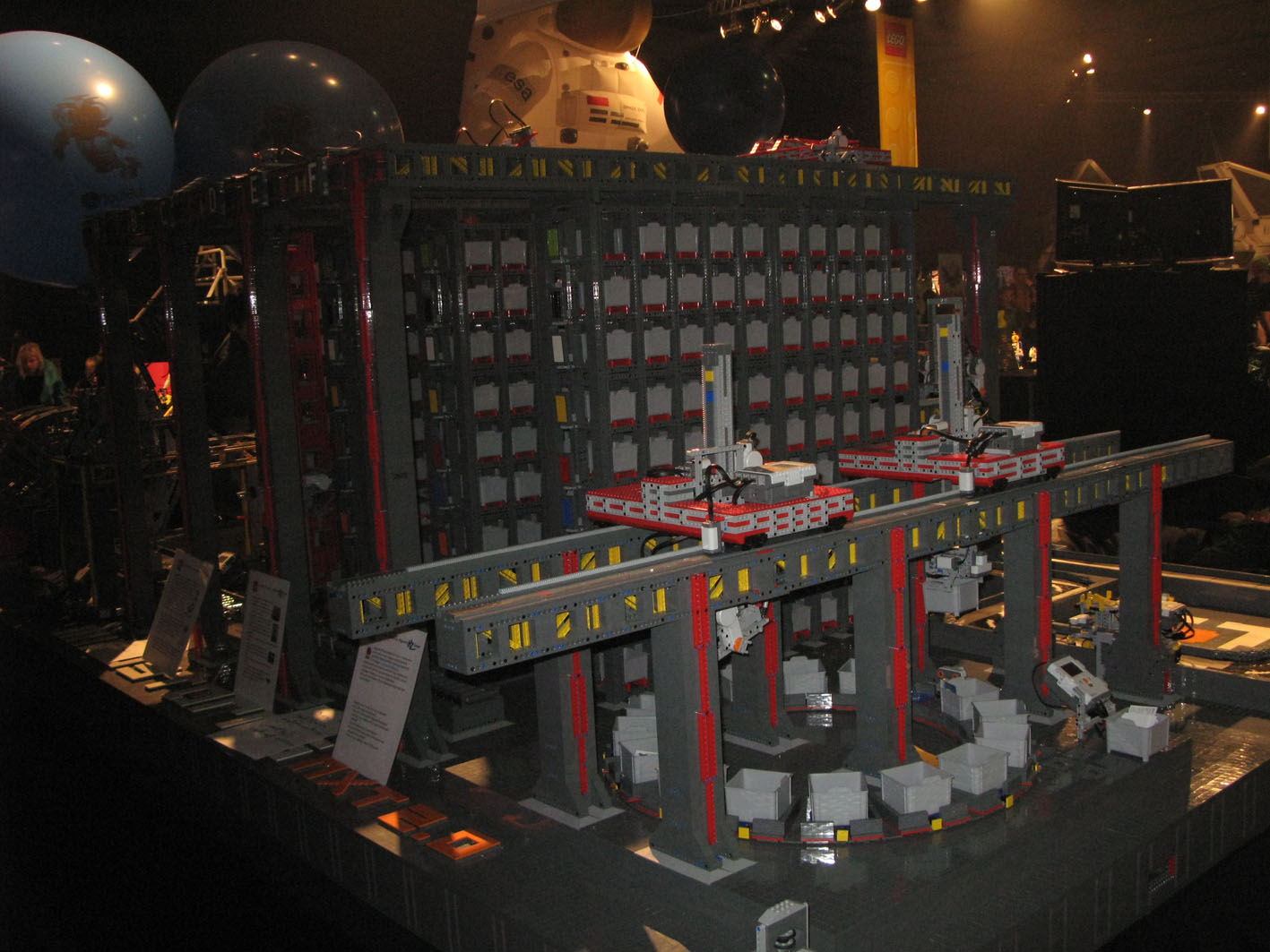 legoworld-automated_warehouse.jpg