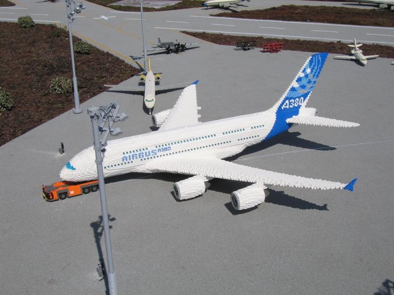 http://www.brickshelf.com/gallery/matthes/Legoland/Airport/06_airbus_a_380.jpg