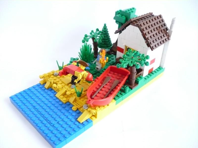 http://www.brickshelf.com/gallery/matthew444442/CCC/Siren/siren00015.jpg