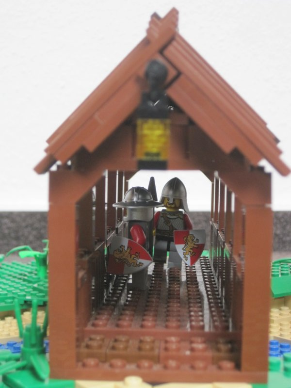 Солдати охороняють міст