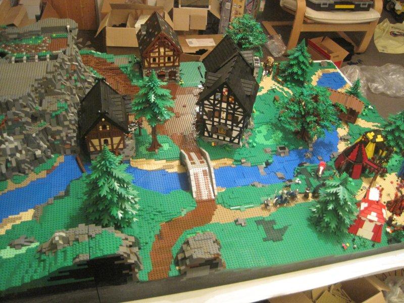 Середньовічне містечко майже готове