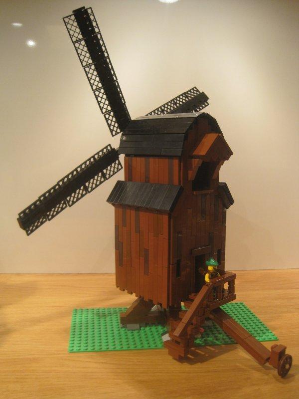 Вітряний середньовічний млин