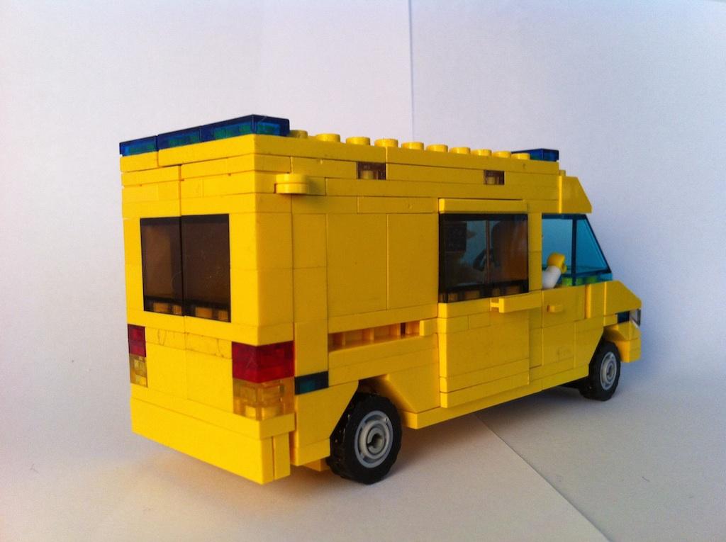 Mercedes Sprinter ambulance - LEGO Town - Eurobricks Forums