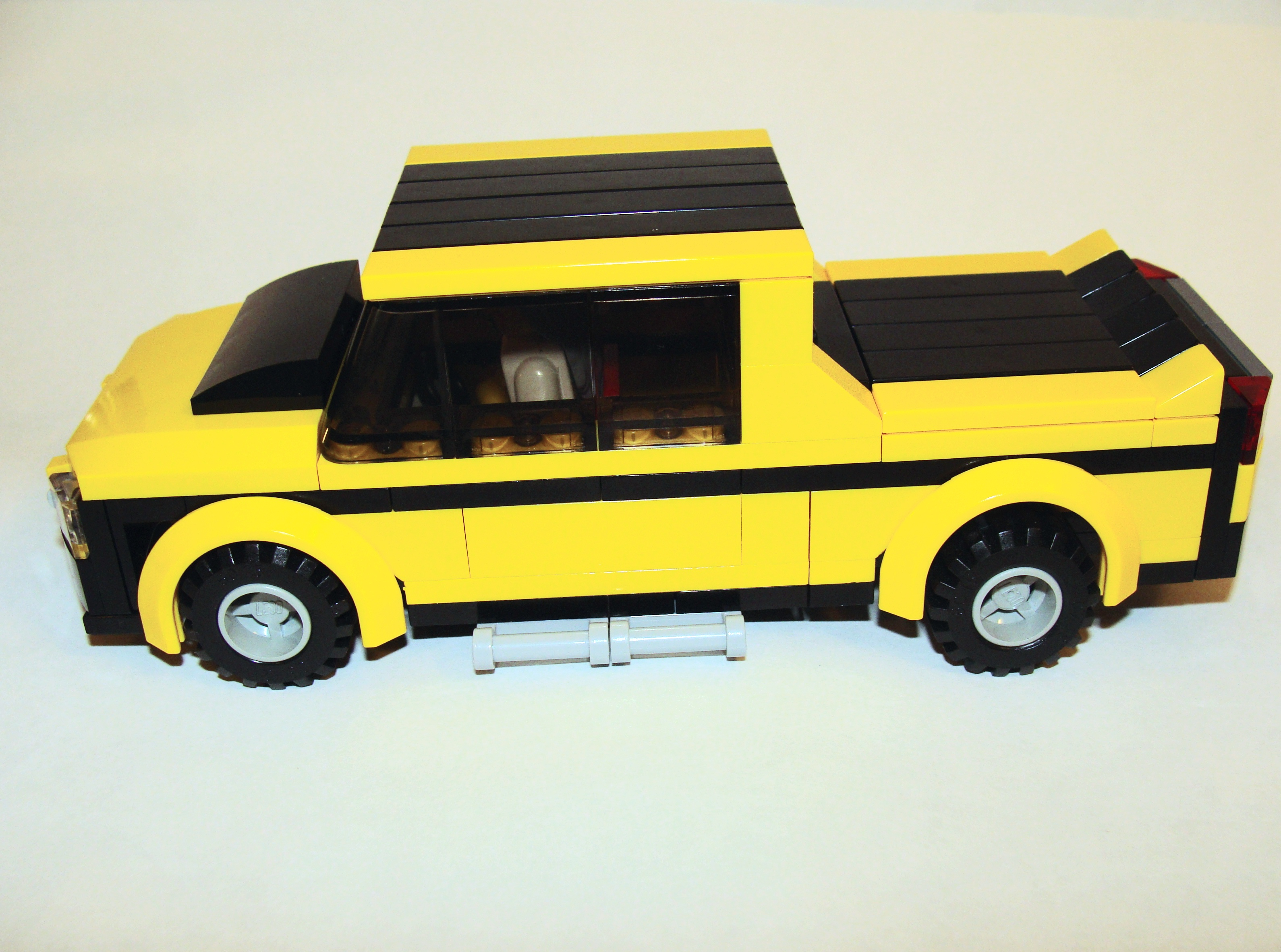 black_yellow_pick_up_6_wide_side.jpg