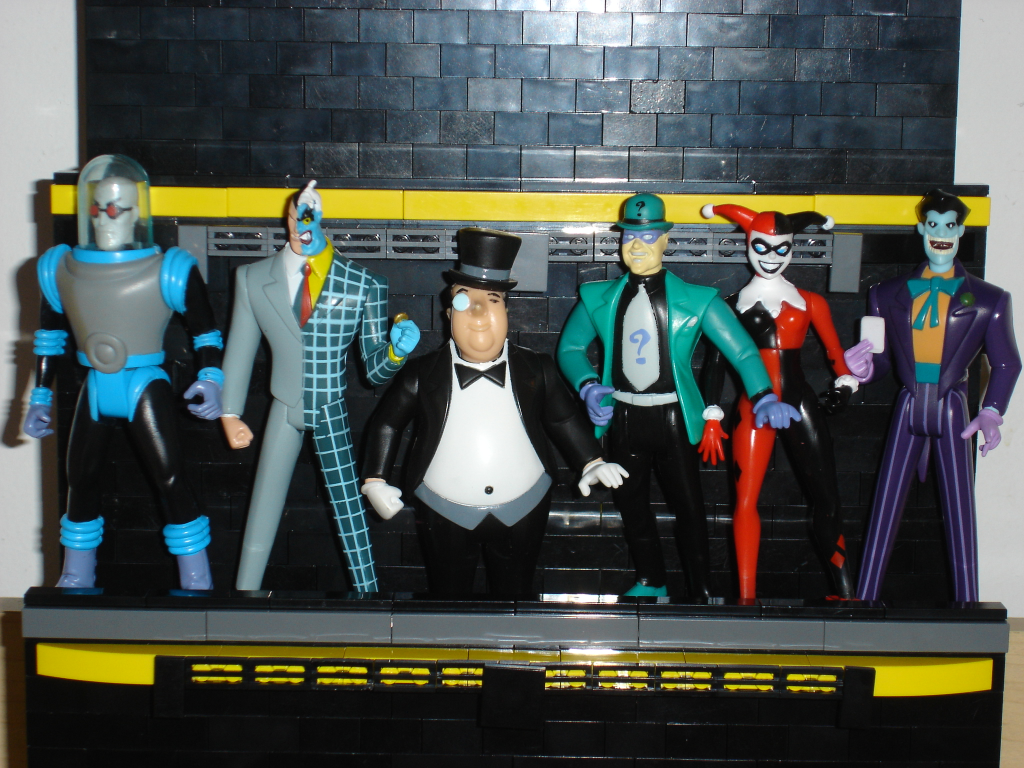 action_figure_display_middle_shelf_figs.jpg