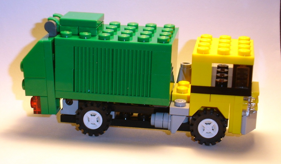 brickmaster_exclusive_set_march_2009_creator_20011_profile_a.jpg