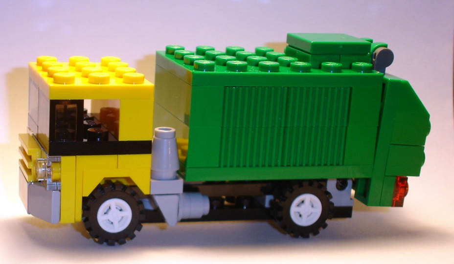 brickmaster_exclusive_set_march_2009_creator_20011_profile_b.jpg