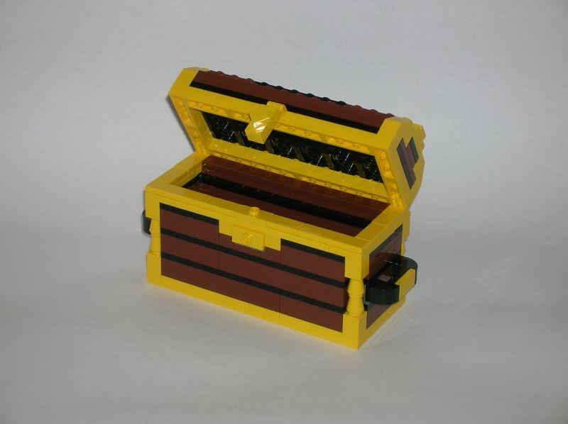 Treasure chest and small ship - LEGO Pirates - Eurobricks