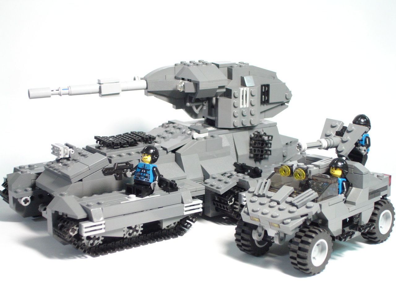 HALO -- Scorpion Tank: A LEGO® creation by Stephen Chao