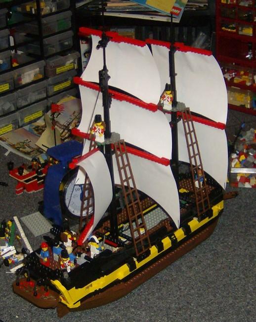 hmscstarboardstern.w.sails.jpg