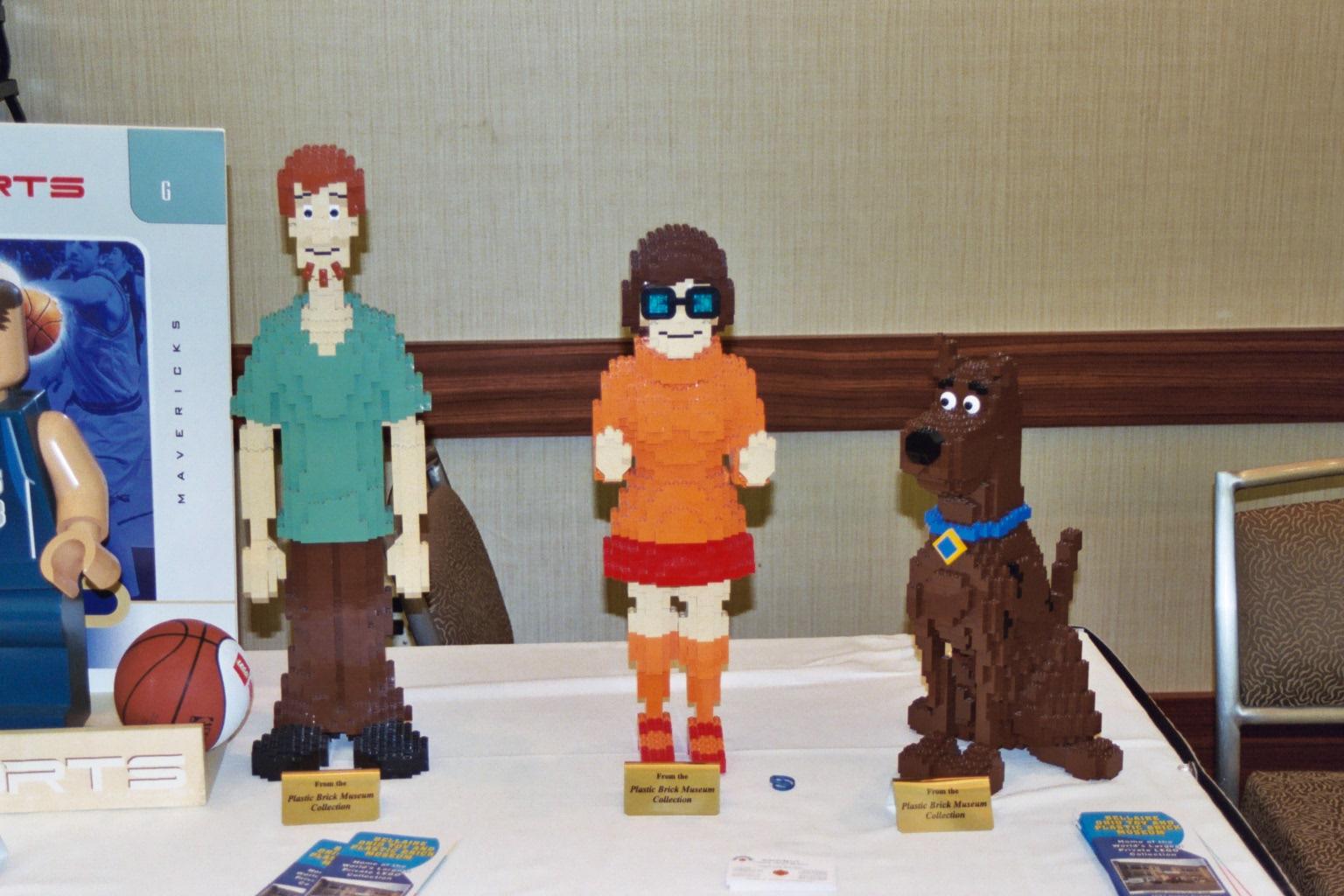 http://www.brickshelf.com/gallery/red-rocker/Brickworld-2008/217_15a.jpg