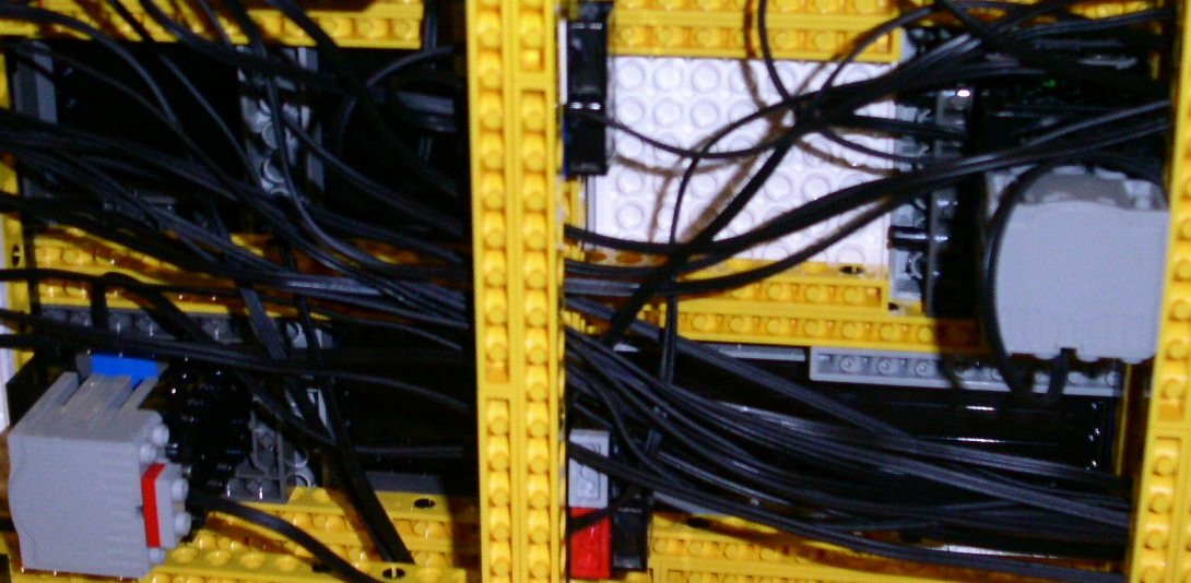 some_wires_bot_pict0068.jpg