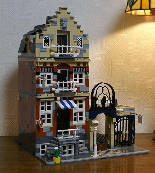 http://www.brickshelf.com/gallery/sekiyama/Structure/10190colorChanged/zzbase_10.jpg