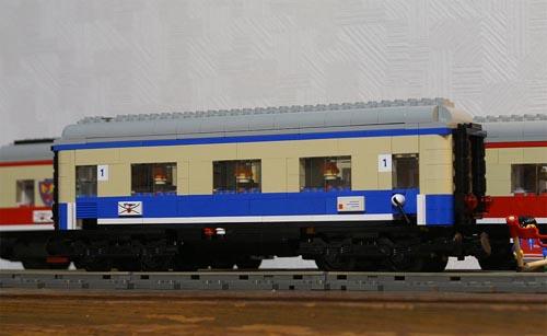 http://www.brickshelf.com/gallery/sekiyama/clocodile/DRG-DB-DR-DBAG/Rheingold1962/Avmh111/z2_avmh_10.jpg