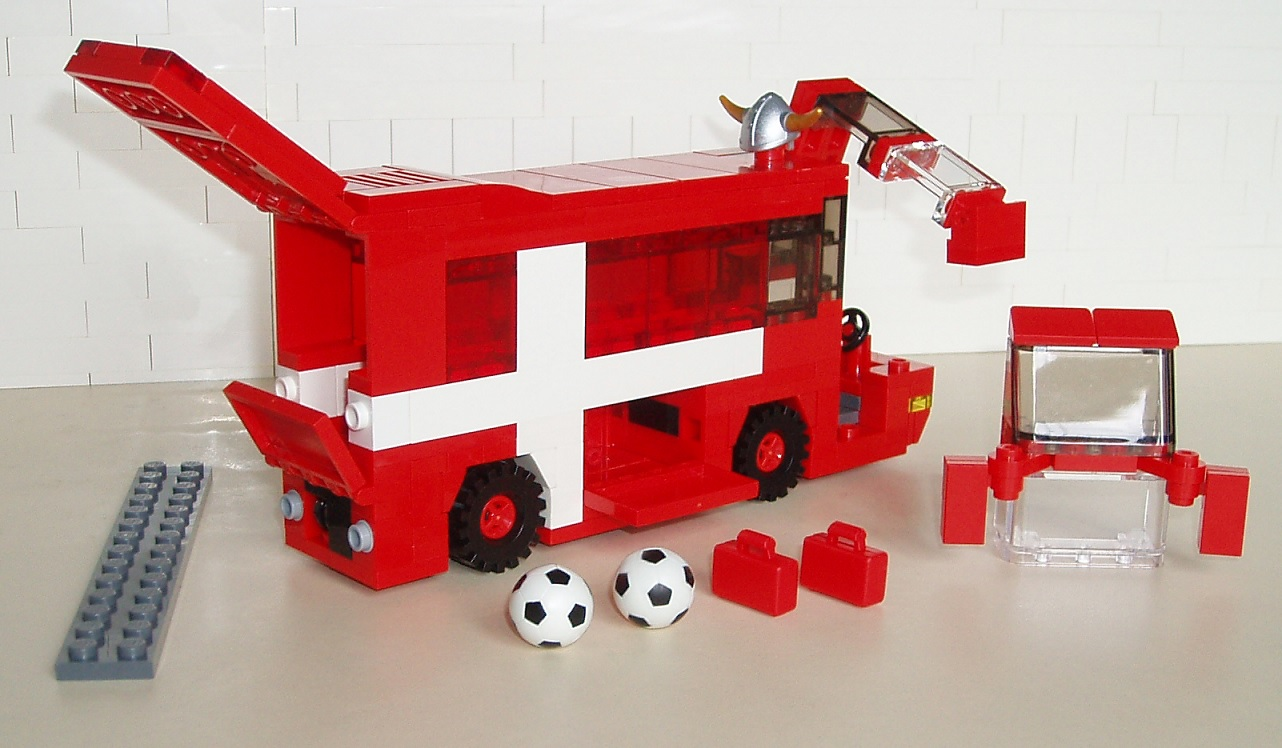 sfzdk_-_soccer_10_-_football_team_buses_04.jpg
