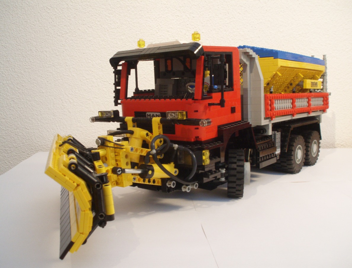 man_snowplow_002k.jpg