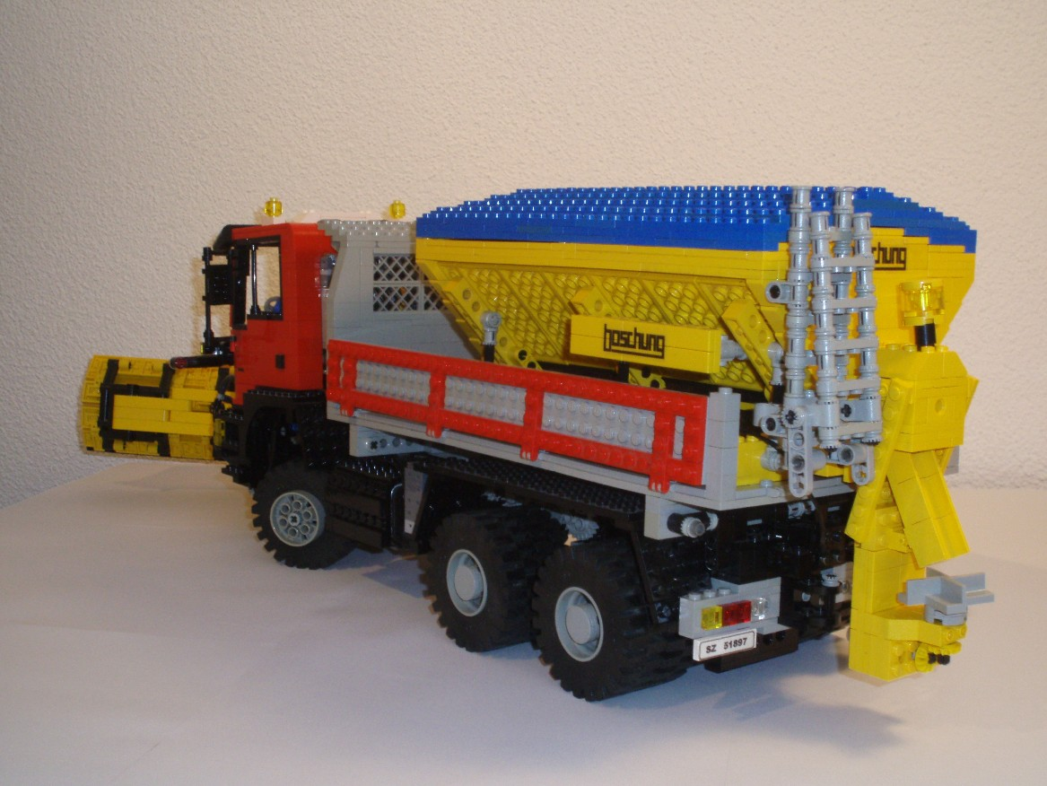 man_snowplow_003k.jpg