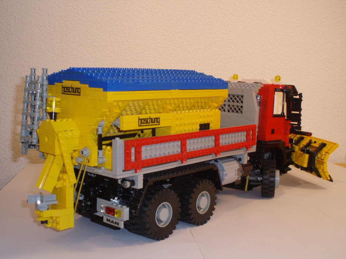 man_snowplow_004k.jpg