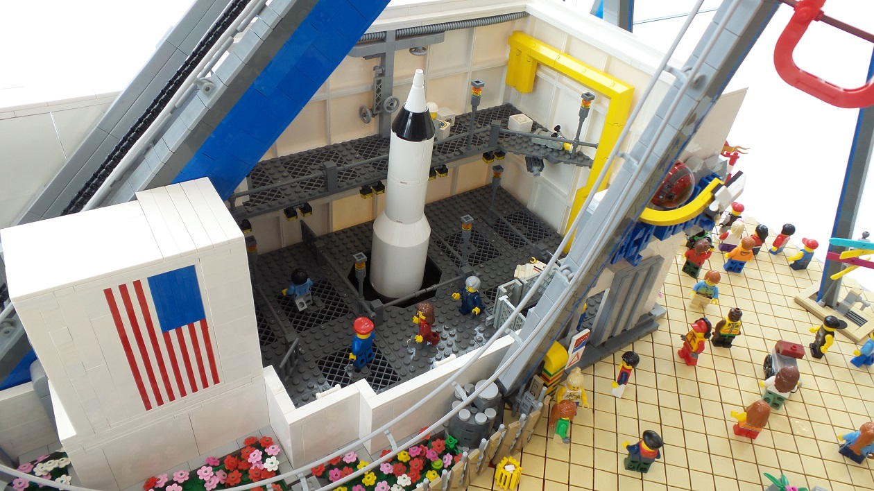 Moc Quot Space Oddity Quot Working Roller Coaster Lego Town
