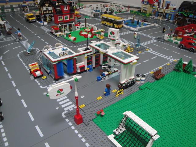 updated 7993 octan service station lego town eurobricks forums. Black Bedroom Furniture Sets. Home Design Ideas