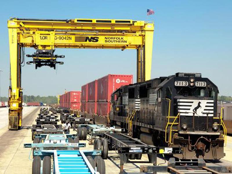 hub-train-ns-crane-1.jpg