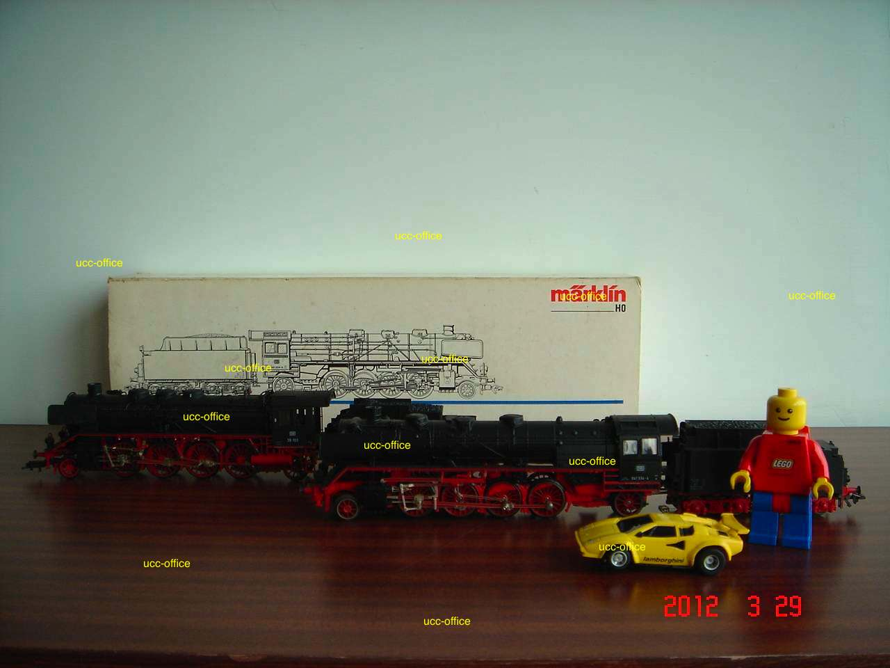 train_ucc-office-2012032901.jpg