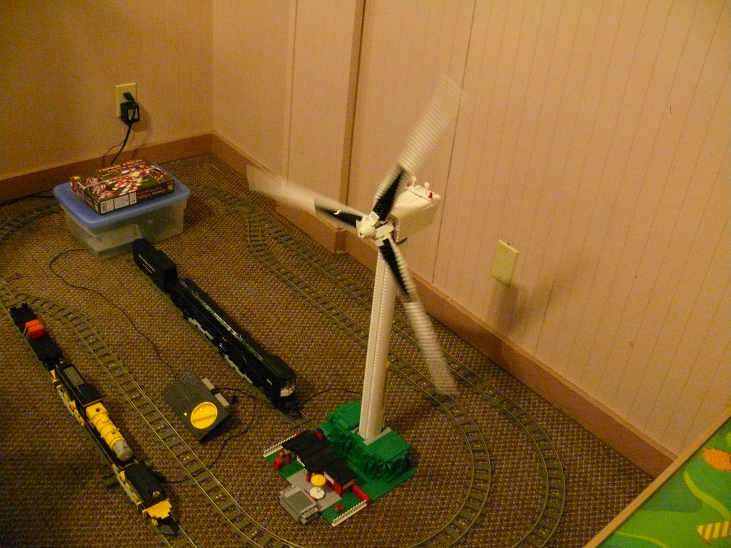 33_wind_turbine_running_1.jpg