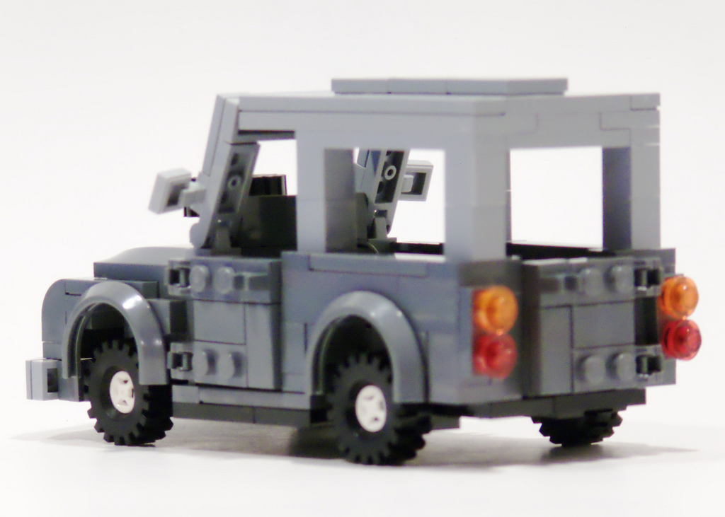 6_land_rover_left_rear.jpg