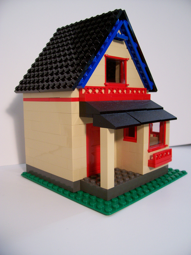 07_steep_roof_house_oblique_left.jpg