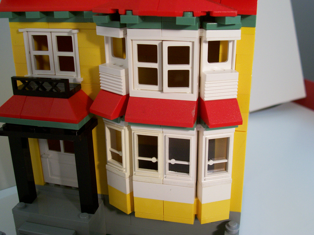 10_bay_window_house_close_up.jpg