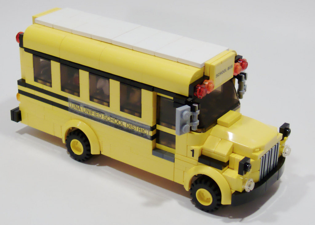 4_wheeled_school_bus_right_front.jpg