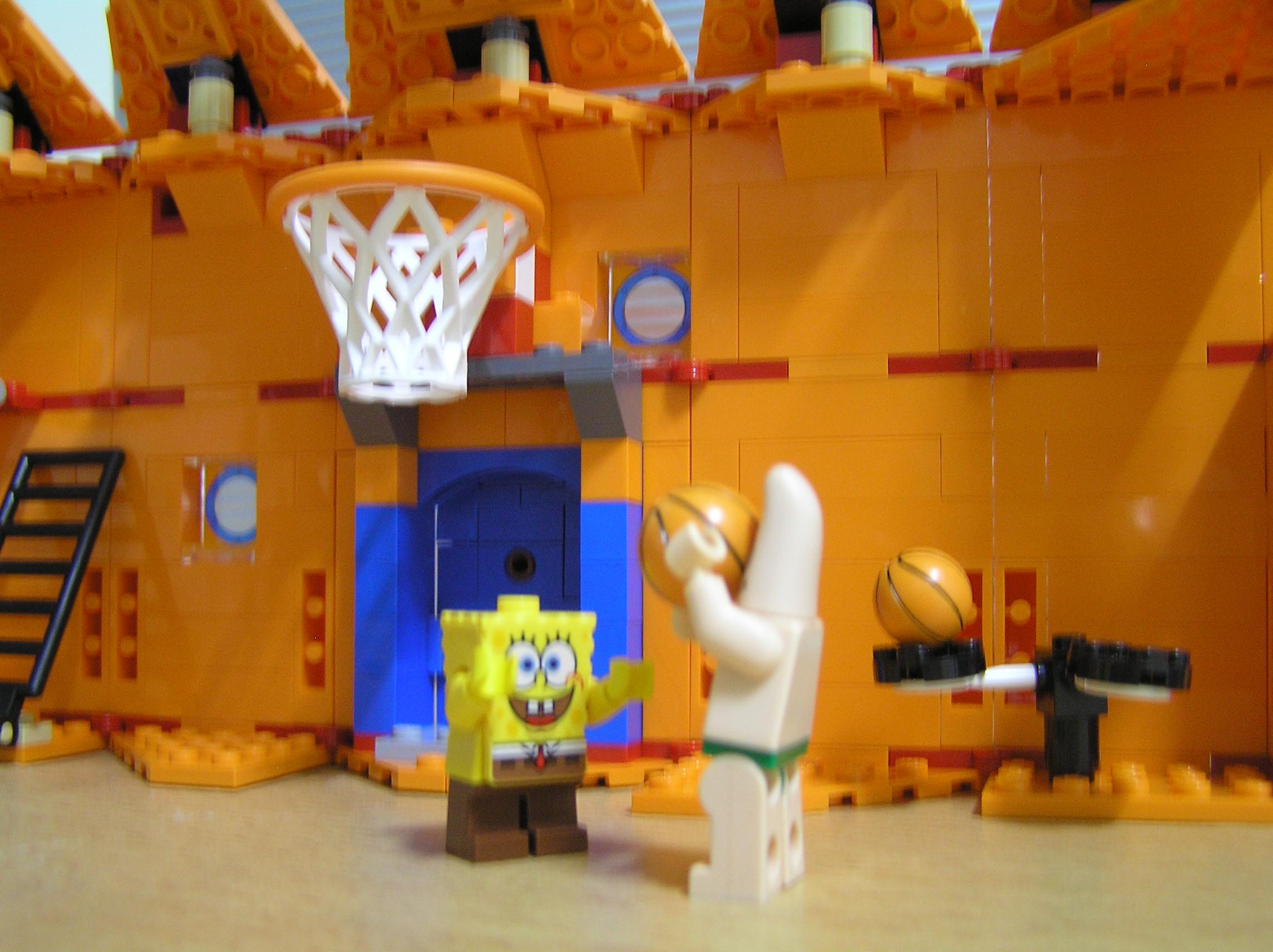 还有篮球架喔