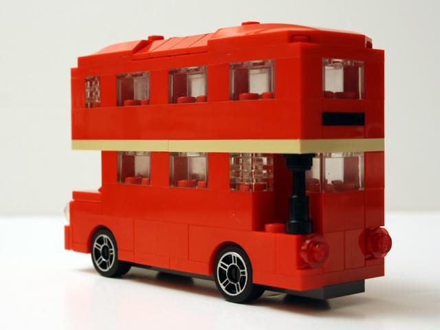 bus_viewrearoblique_640.jpg