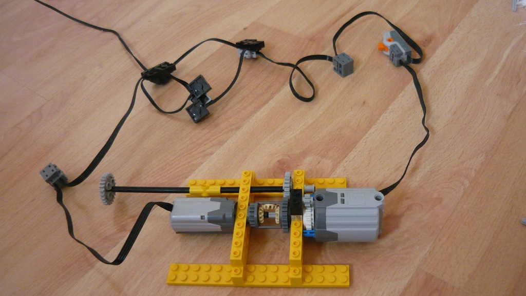 Electromechanical gearbox lego technic mindstorms model team using old 9v wires i manged to connect both motors without any modifications the xl motor has a clutch gear in order to give the m motor priority asfbconference2016 Choice Image