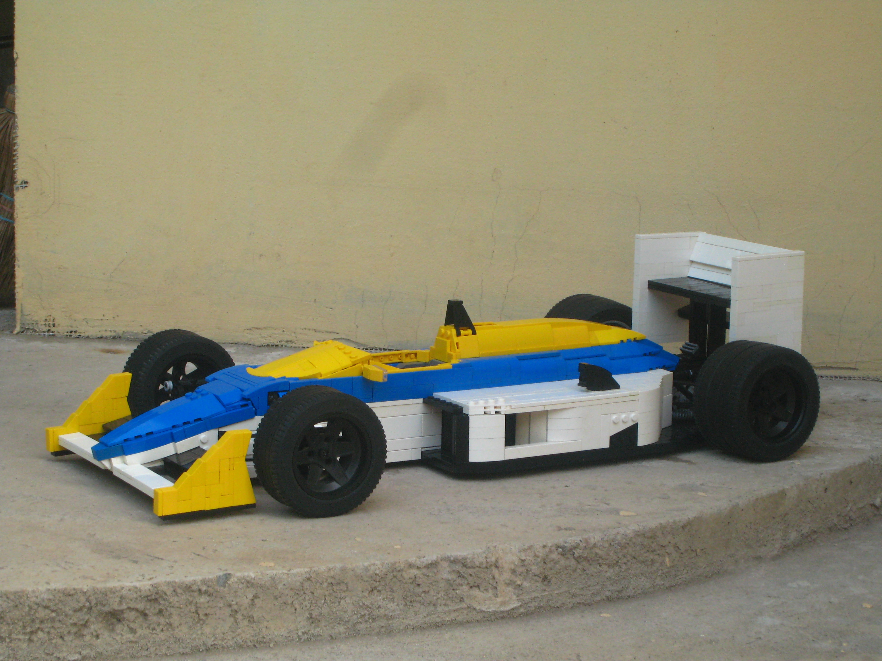 williams-fw11_04.jpg