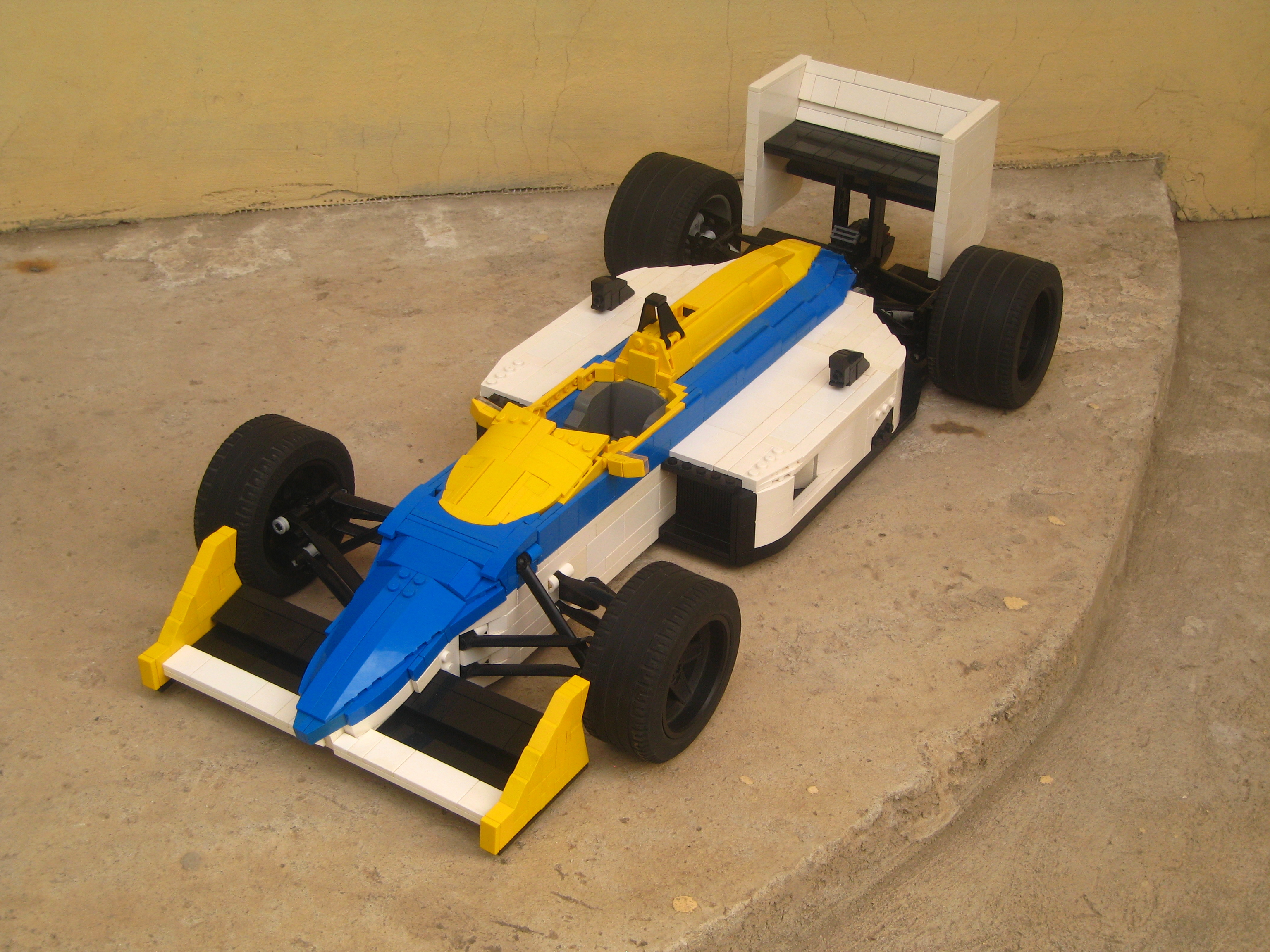 williams-fw11_05.jpg