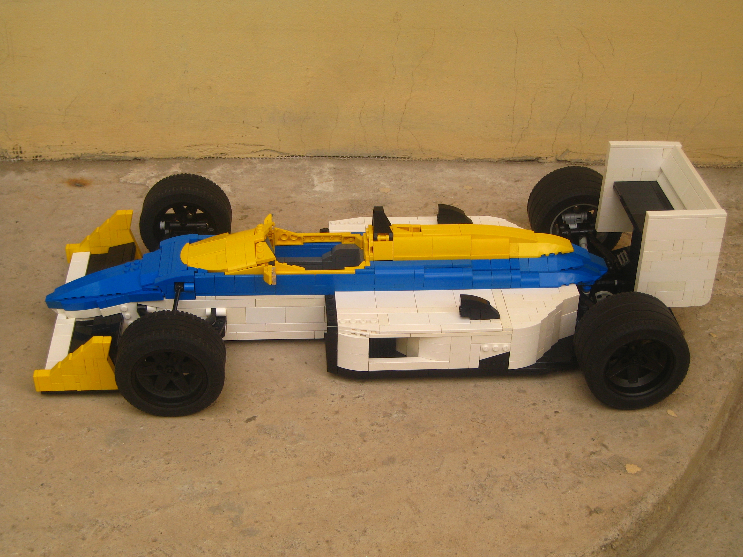 williams-fw11_06.jpg