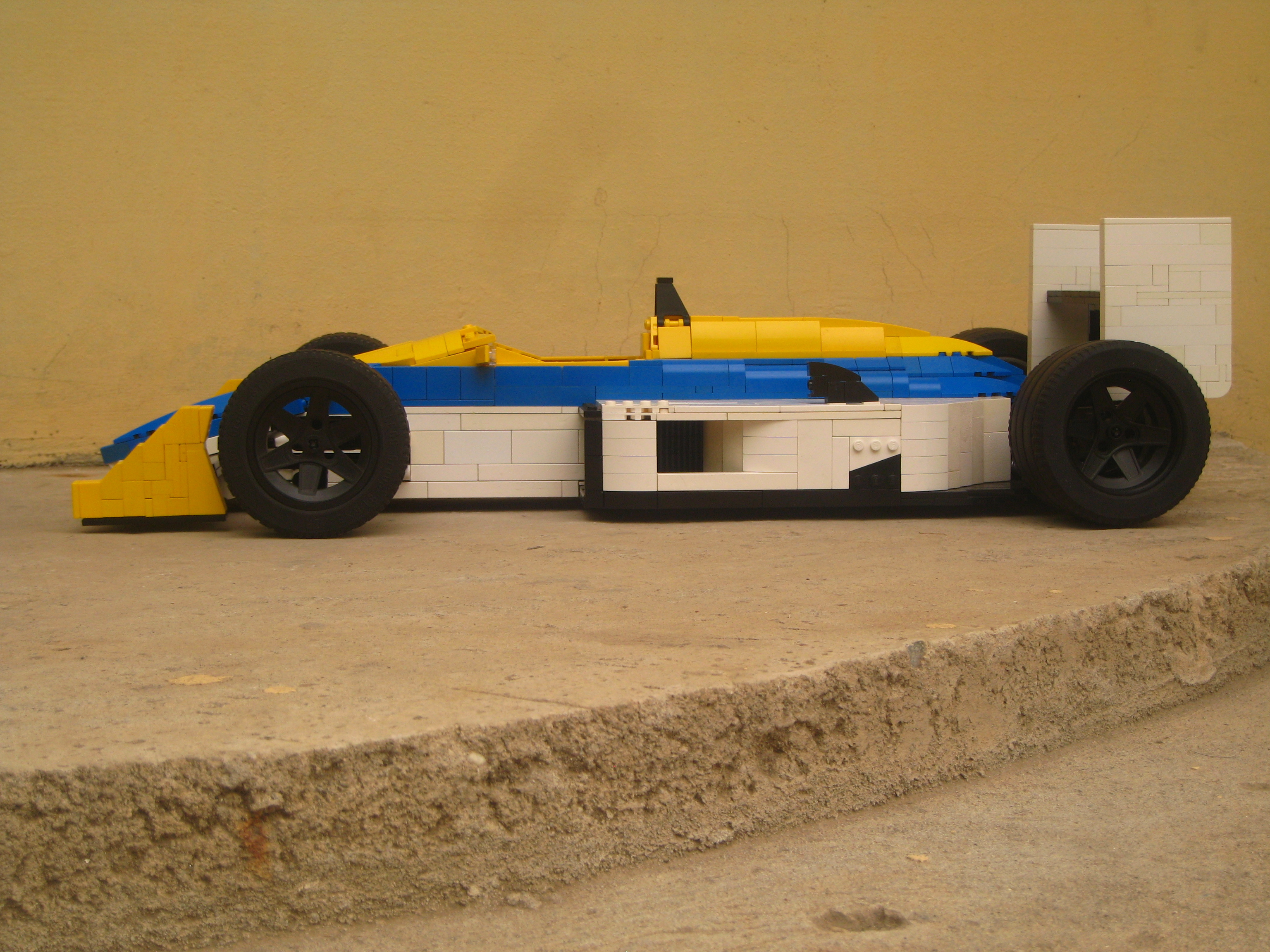 williams-fw11_07.jpg