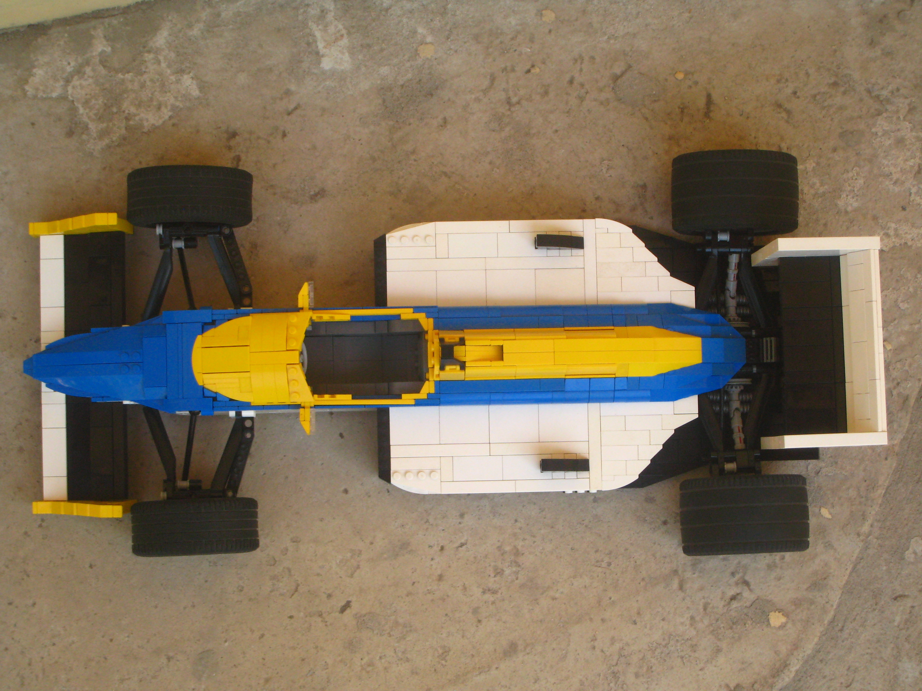 williams-fw11_08.jpg