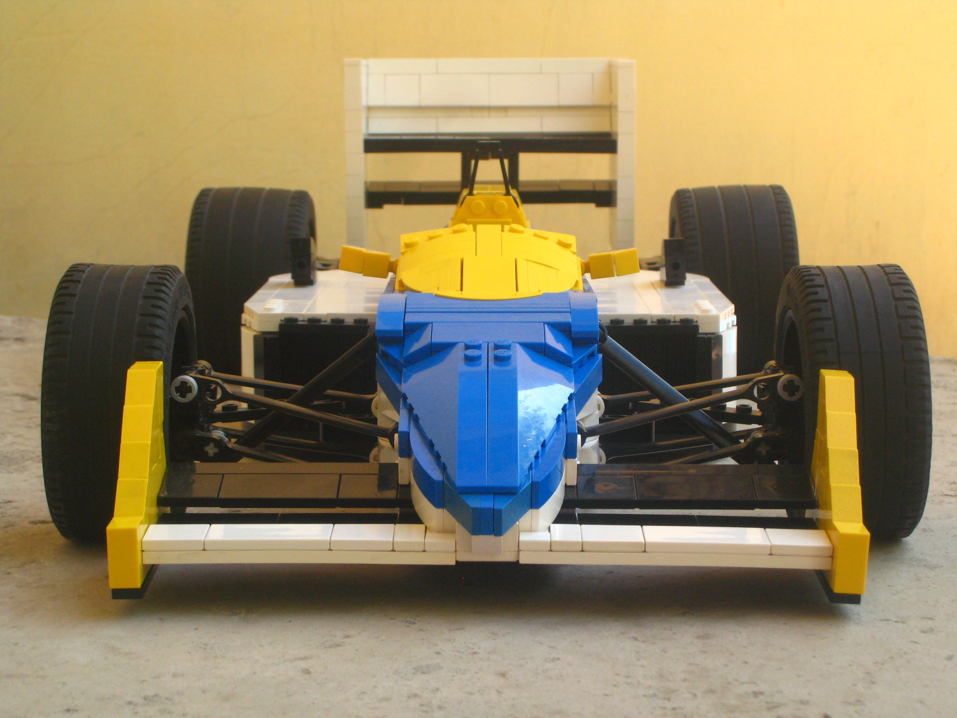 williams-fw11_09.jpg